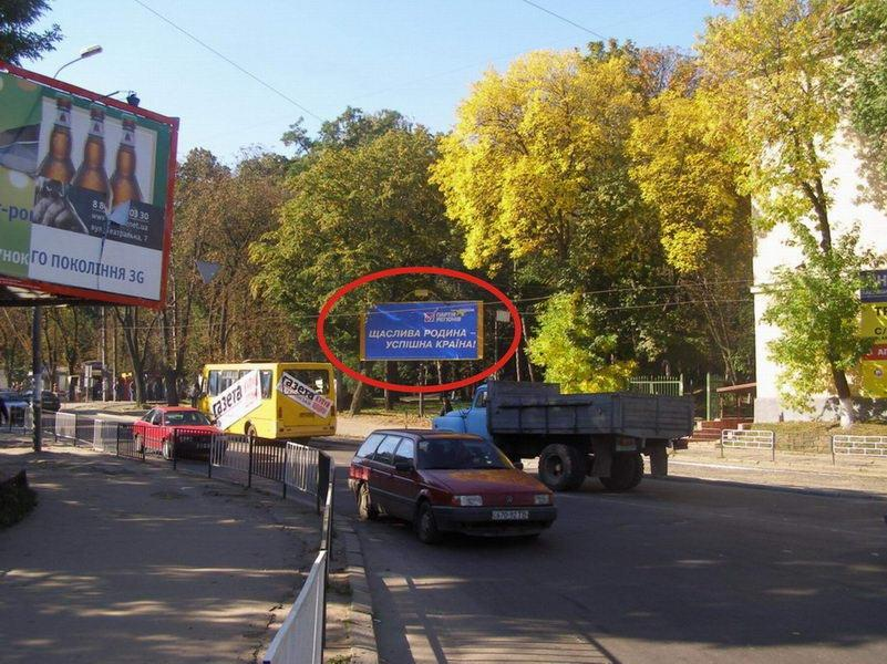 Конечная остановка трамвая 2, автостанция, рынок, выезд на Винники.