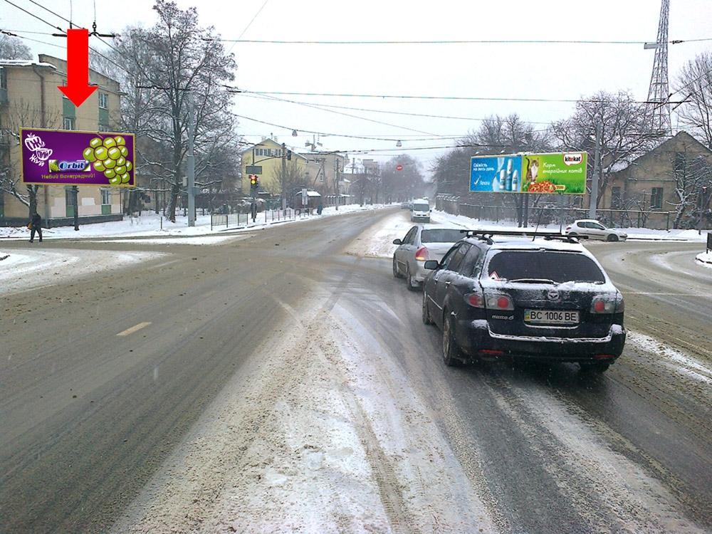 b Фото:/b Призма - роллер, Львовская область, Львов, Любинская ул., 51, в центр, возле остановки городского транспорта.